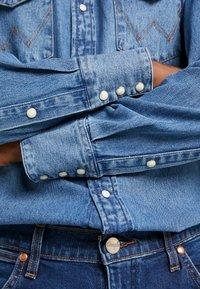 Wrangler - Overhemd - blue - 5