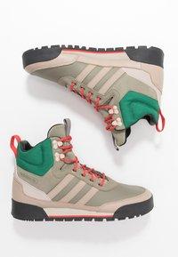 adidas Originals - BAARA - Höga sneakers - trace khaki/trace carbon/core black - 1