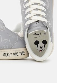 MOA - Master of Arts - GALLERY - Trainers - white - 6