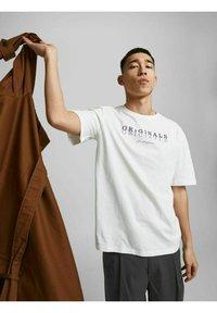 Jack & Jones - Print T-shirt - cloud dancer - 3