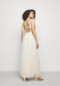 Needle & Thread - EMMA DITSY BODICE CAMI MAXI DRESS - Společenské šaty - champagne - 2