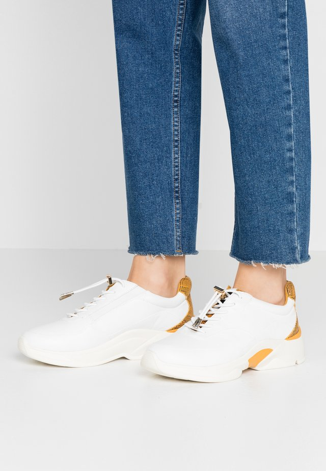 LACE-UP - Sneakers basse - white/saffron