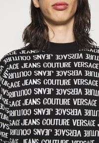 Versace Jeans Couture - FILATO MIXED LETTERING  - Jumper - black - 4