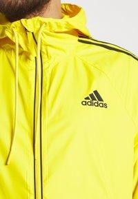 adidas Performance - BASIC 3 STRIPES WINDBREAKER - Outdoorjacka - yellow - 4