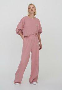 PULL&BEAR - Pantalon de survêtement - rose - 1