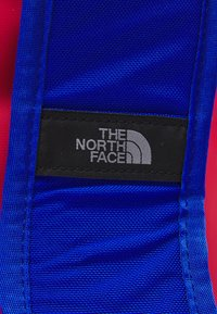 The North Face - BASE CAMP DUFFEL S UNISEX - Sports bag - horizon red/blue - 6