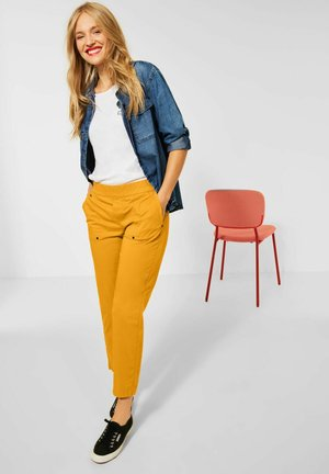 LOOSE FIT - Trousers - gelb