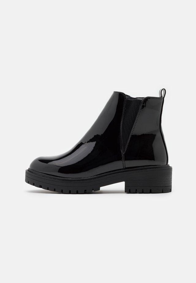 BOPIT CHELSEA CHUNKY - Platform ankle boots - black