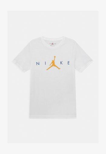 JUMPMAN - T-shirts med print - white
