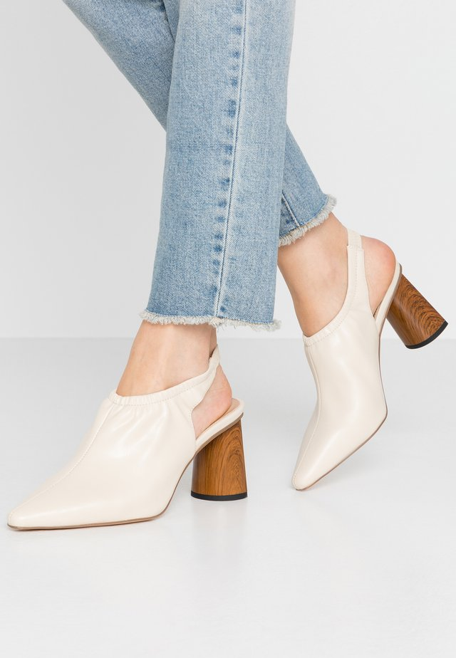 HIGH VAMP SLINGBACK - Ankle boots - nude