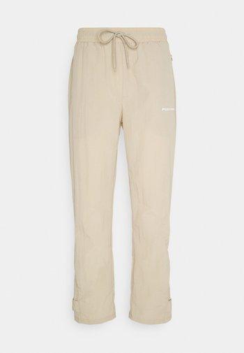 SHADOW WIDE TRACKPANTS - Pantalon classique - coconut