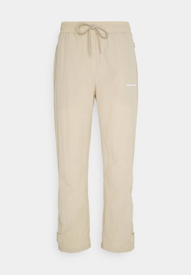 SHADOW WIDE TRACKPANTS - Pantaloni - coconut