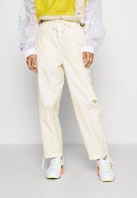 Nike Sportswear - Cargobroek - coconut milk/pale vanilla - 5