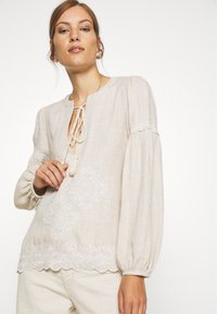 We are Kindred - IMOGEN BLOUSE - Bluser - oatmeal - 3