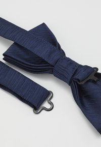 Only & Sons - ONSTANNER BOW TIE BOX SET - Pocket square - dress blues - 3
