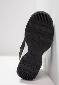 Moon Boot - GIRL LOW WP - Botines con cordones - black - 5