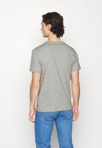 Levi's® - BOXTAB GRAPHIC TEE UNISEX - Print T-shirt - greys - 2