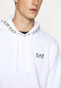 EA7 Emporio Armani - HOODIE COLLAR LOGO COFT - Hoodie - white - 5