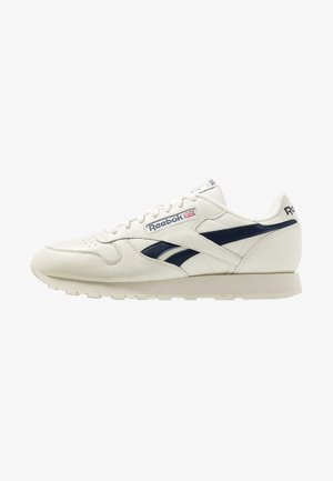 CLUB C 85 LEATHER UPPER SHOES - Matalavartiset tennarit - chalk/paperwhite/collegiate navy