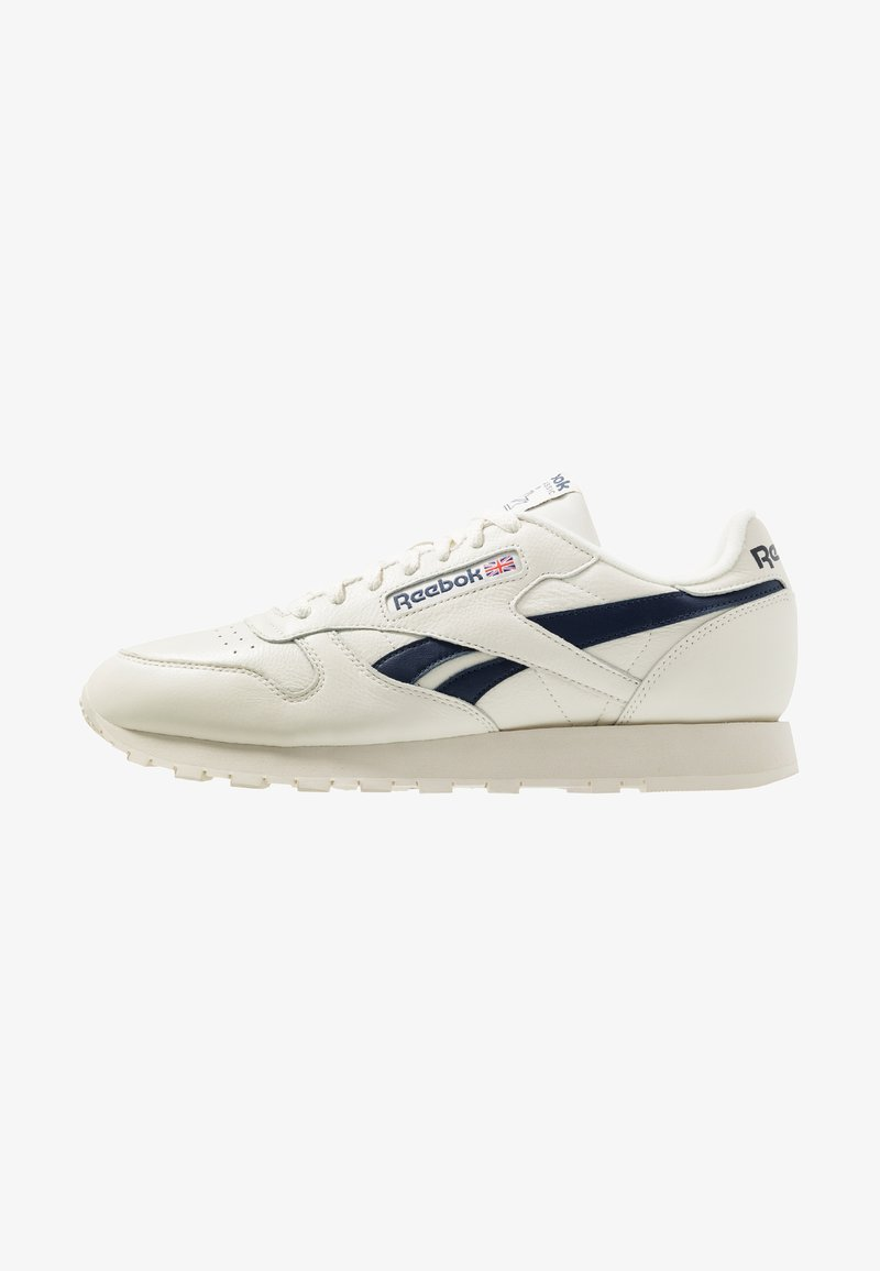 Reebok Classic - CLUB C 85 LEATHER UPPER SHOES - Trainers - chalk/paperwhite/collegiate navy