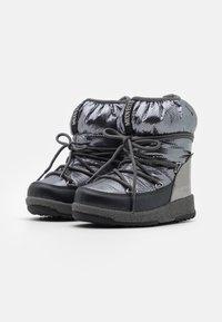 Moon Boot - JR GIRL LOW PREMIUM WP - Botines con cordones - metal gun - 1