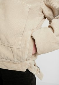BDG Urban Outfitters - BORG UTILITY JACKET - Vinterjacka - ivory - 4