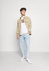 HUF - FLOWER BOX LOGO TEE - T-shirt imprimé - white - 1