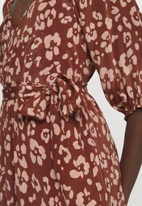Lily & Lionel - KATHERINE DRESS - Denní šaty -  mahogony - 4