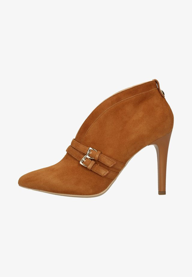 High heels - brown