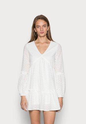 V NECK LONG SLEEVE DRESS - Vapaa-ajan mekko - white