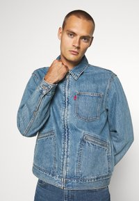 Levi's® - MECHANIC'S TRUCKER - Cowboyjakker - light blue denim - 0