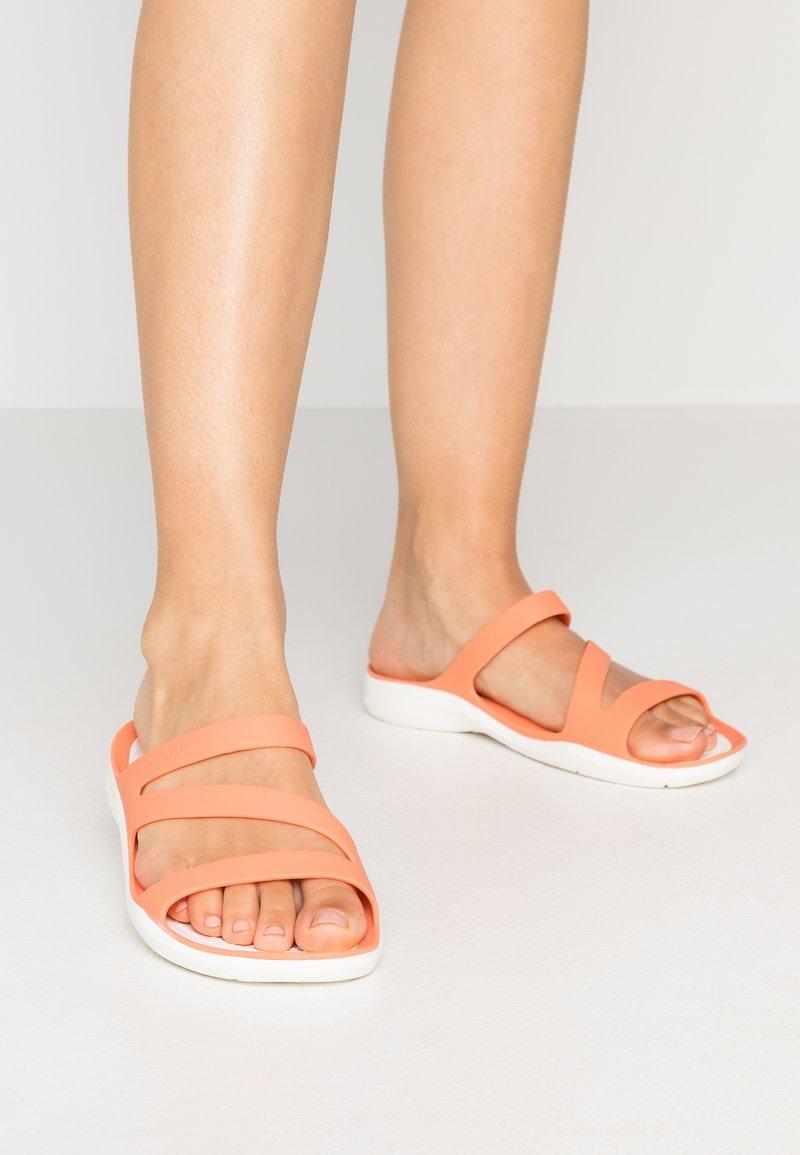 Crocs - SWIFTWATER - Pool slides - grapefruit/white