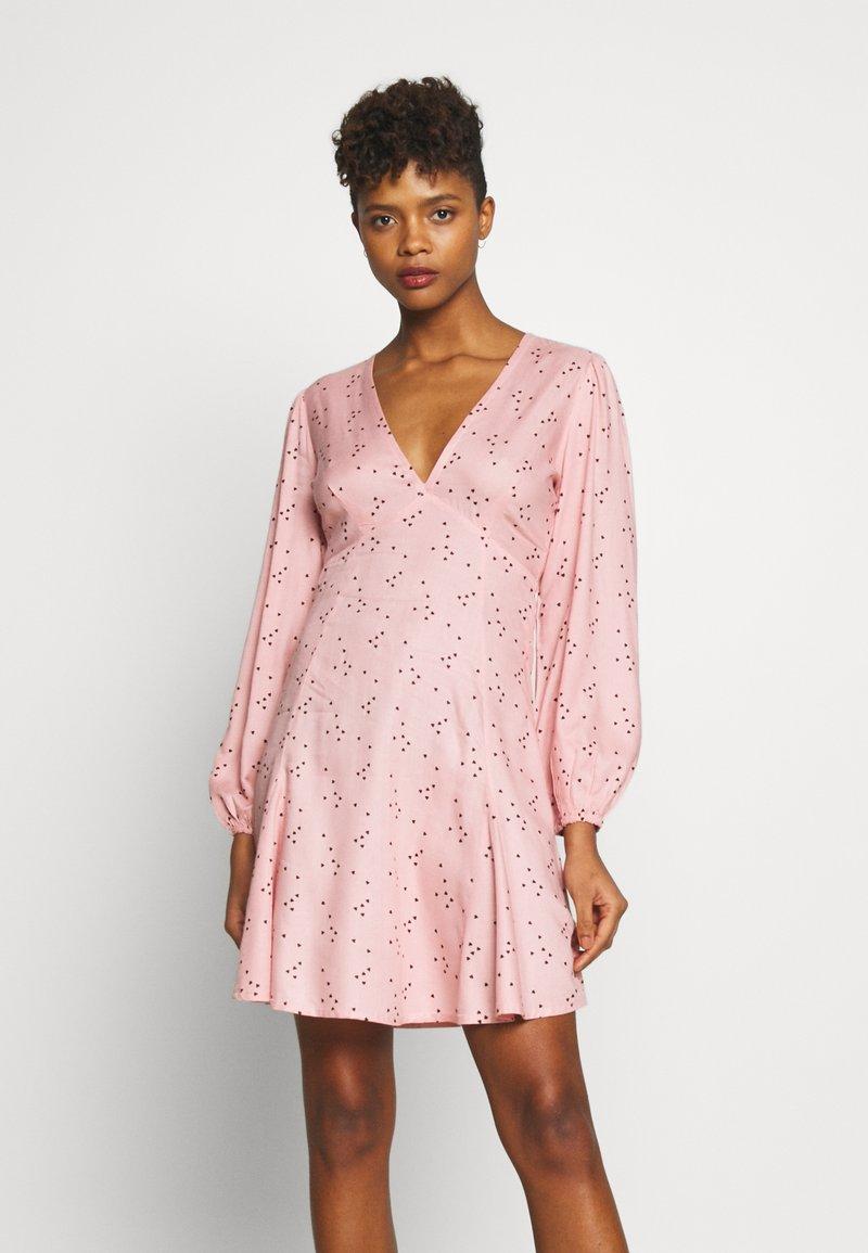 New Look - HEART SEAM DETAIL MINI - Denní šaty - black pattern