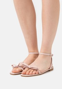 Red V - Sandals - nude - 0