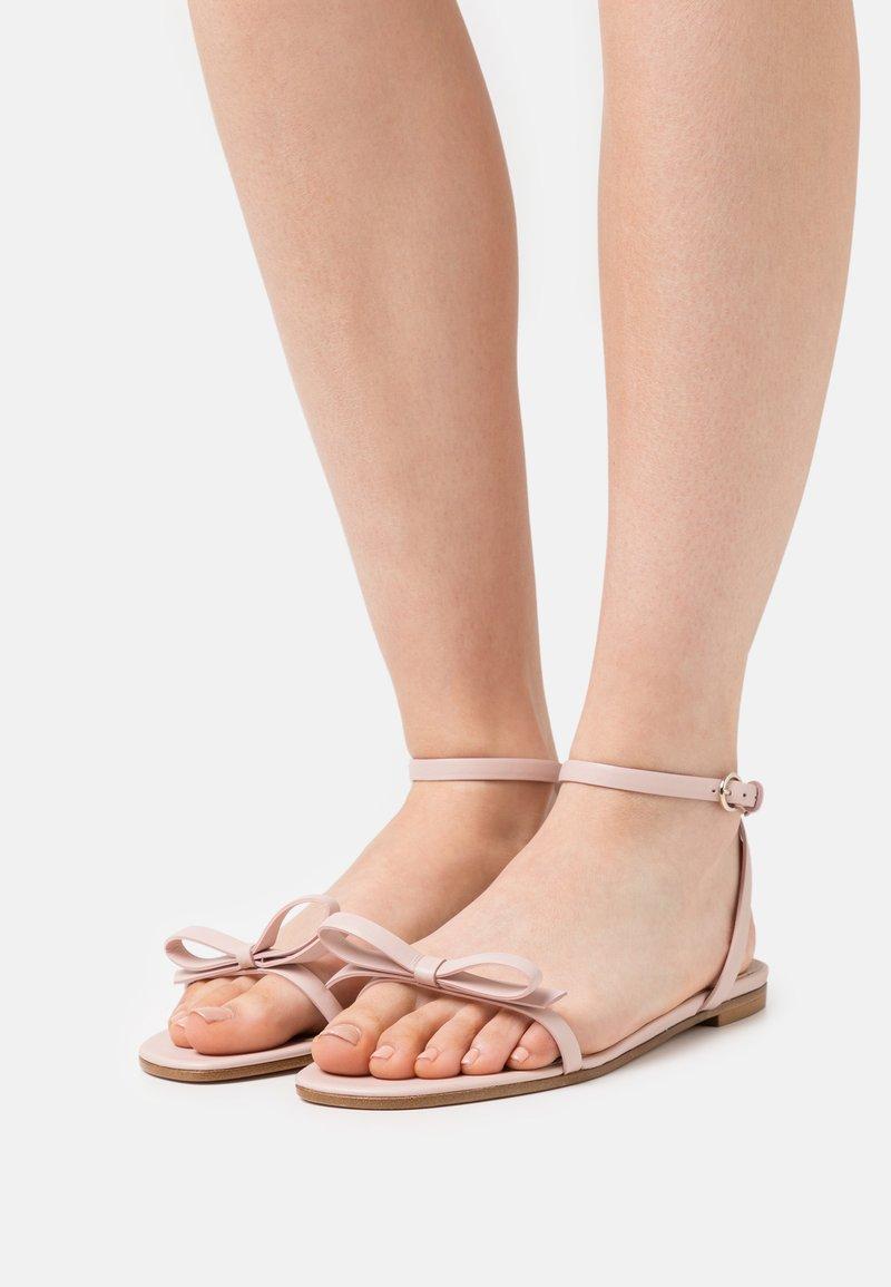 Red V - Sandals - nude