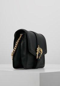 Versace Jeans Couture - BELT BUCKLE SHOULDER BAG SMALL - Schoudertas - nero - 3