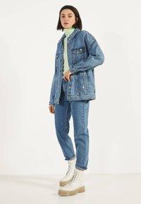 Bershka - OVERSIZE-JEANSJACKE 01110335 - Cowboyjakker - blue denim - 1