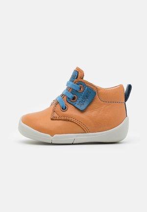 WAZZAP - Lace-up ankle boots - camel/bleu