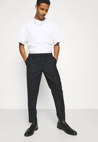 ARKET - TROUSERS - Pantalones - navy - 3