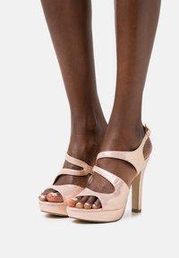 Menbur - Sandály na vysokém podpatku - even rose - 0