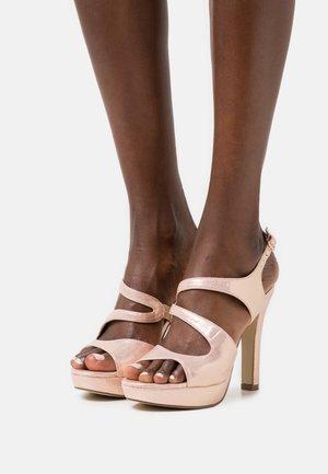 Sandaler med høye hæler - even rose