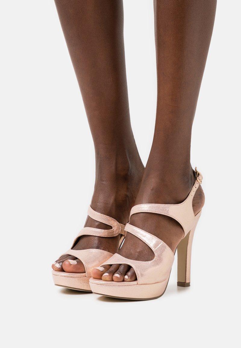 Menbur - Sandály na vysokém podpatku - even rose