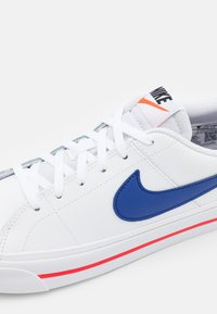 Nike Sportswear - COURT LEGACY  - Trainers - white/deep royal blue/university red - 5