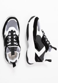 Calvin Klein Jeans - MARVIN - Trainers - white/black - 1