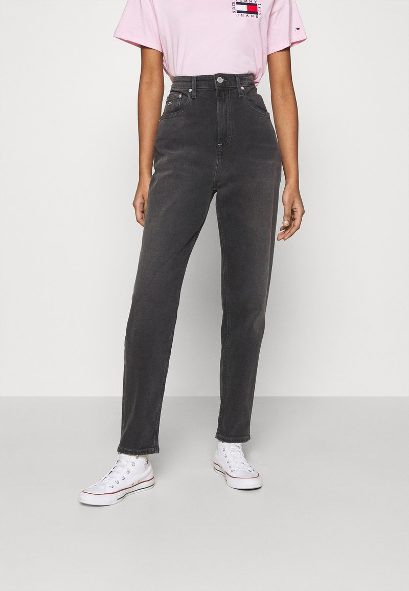 Tommy Jeans - MOM COMFORT - Relaxed fit jeans - denim black
