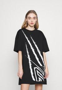 NIKKIE - CLAW DRESS - Žerzejové šaty - black - 0