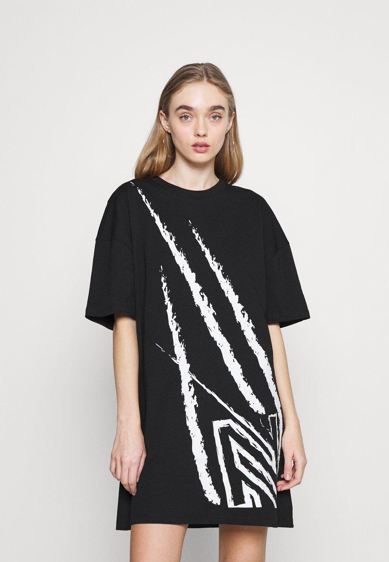 NIKKIE - CLAW DRESS - Žerzejové šaty - black