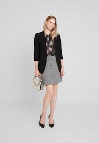 comma - KURZ - Mini skirt - houndstooth blazer - 1
