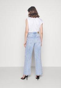 Gina Tricot - IDUN WIDE - Flared Jeans - bleached blue - 2