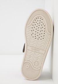 Geox - DJROCK GIRL - Sneakersy niskie - lead - 5
